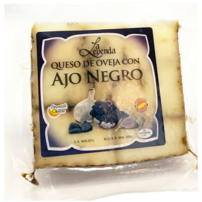 queso de oveja con ajo negro schafskaese mit schwarzem knoblauch front